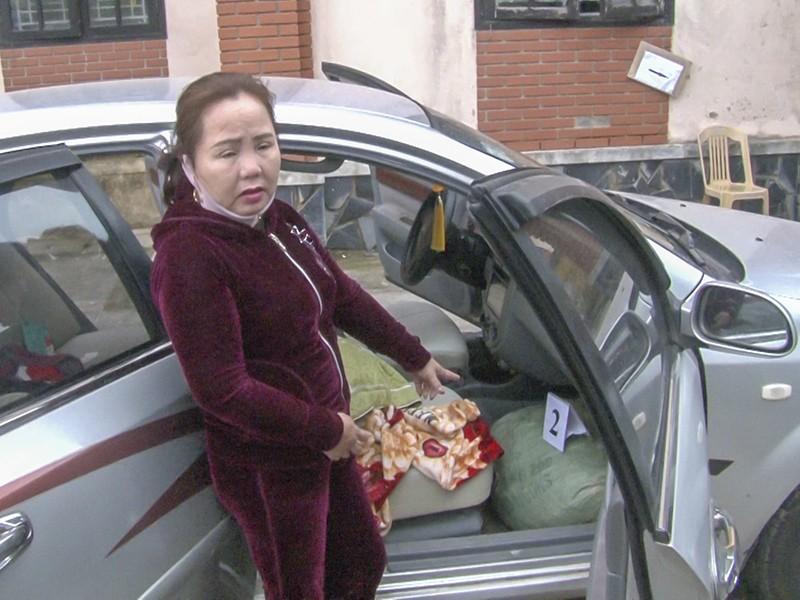Một phụ nữ vận chuyển 74 kg thuốc nổ trên ô tô - ảnh 1