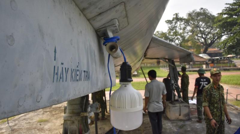 Tháo máy bay, xe tăng trong bảo tàng để dời về chỗ mới - ảnh 11