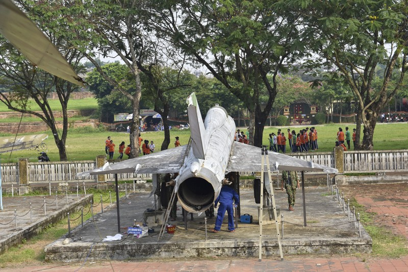 Tháo máy bay, xe tăng trong bảo tàng để dời về chỗ mới - ảnh 14