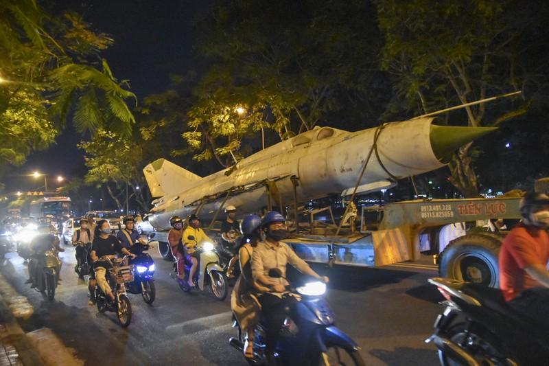 Trắng đêm di dời máy bay, xe tăng ra khỏi kinh thành Huế - ảnh 6