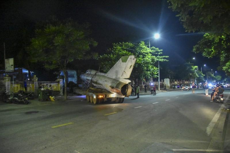 Trắng đêm di dời máy bay, xe tăng ra khỏi kinh thành Huế - ảnh 11