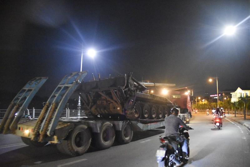 Trắng đêm di dời máy bay, xe tăng ra khỏi kinh thành Huế - ảnh 7