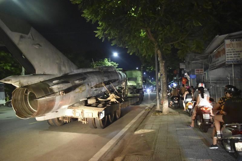 Trắng đêm di dời máy bay, xe tăng ra khỏi kinh thành Huế - ảnh 9