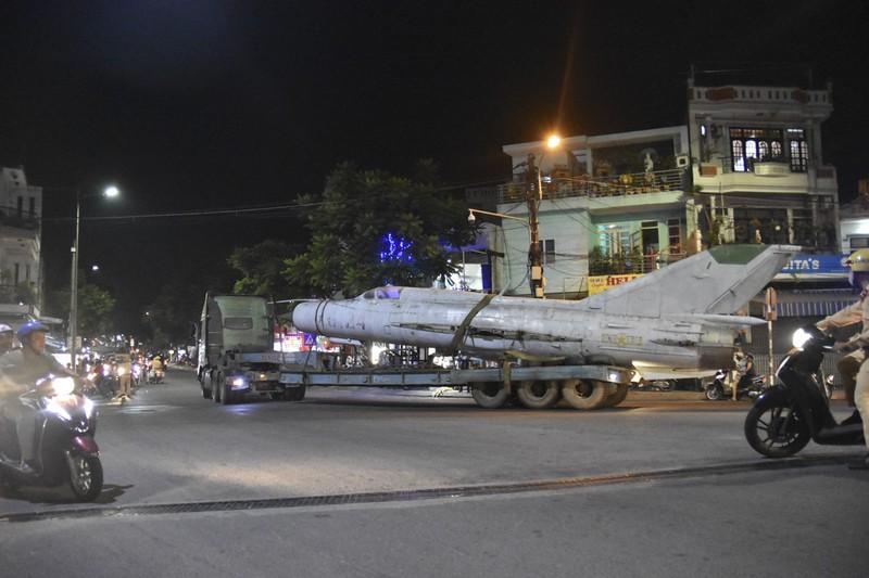 Trắng đêm di dời máy bay, xe tăng ra khỏi kinh thành Huế - ảnh 8