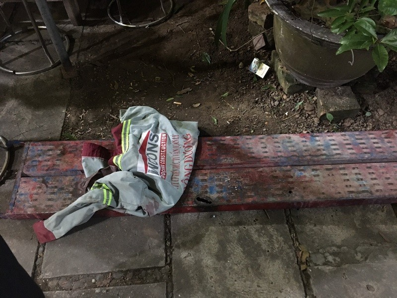 Bị tai nạn lao động, đưa xác nạn nhân lên xe chở về quê - ảnh 3