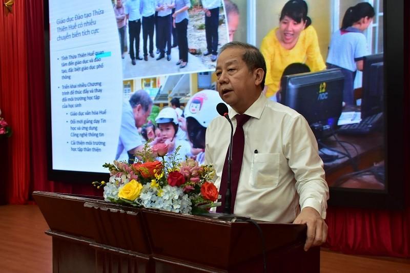 Chủ tịch tỉnh trò chuyện với học sinh về công nghệ thông tin - ảnh 1