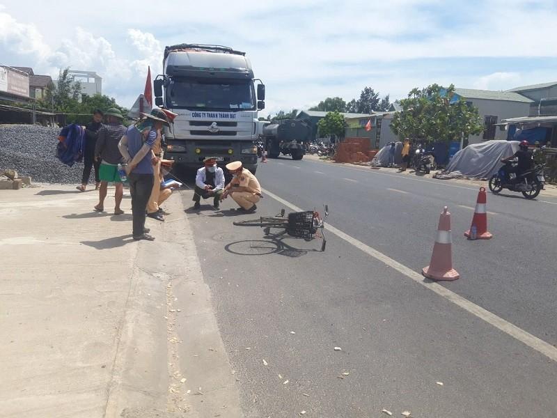 Người đàn ông 62 tuổi đi xe đạp bị ô tô tải tông tử vong - ảnh 2