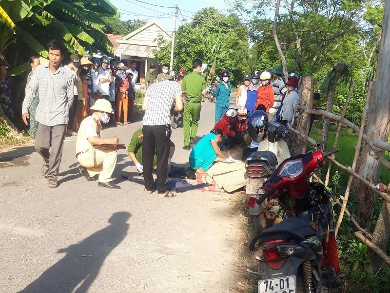 Người đàn ông tử vong bên xe máy ở mương nước - ảnh 1