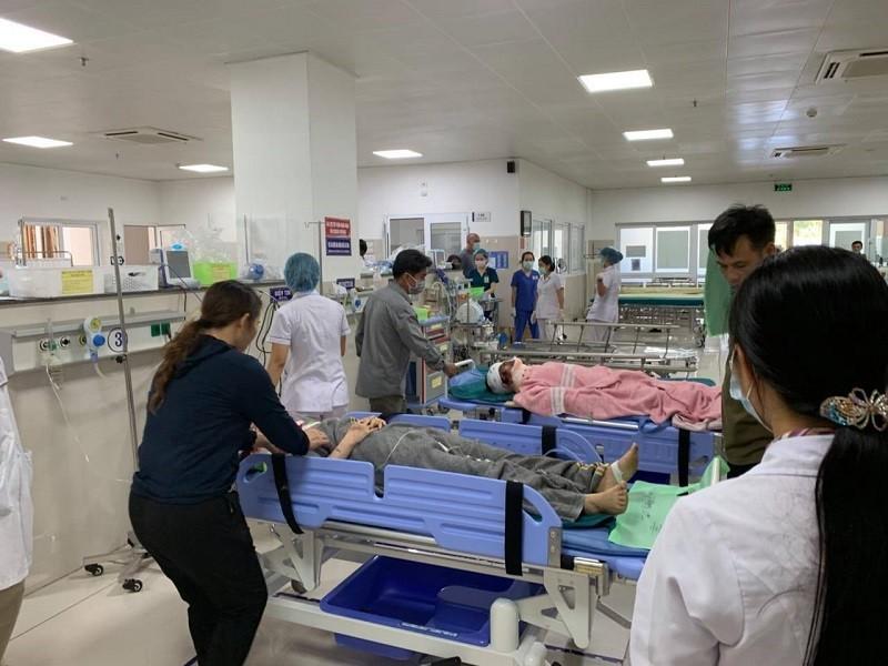 Vụ lật xe ở Quảng Bình: Nạn nhân thứ 15 tử vong - ảnh 1