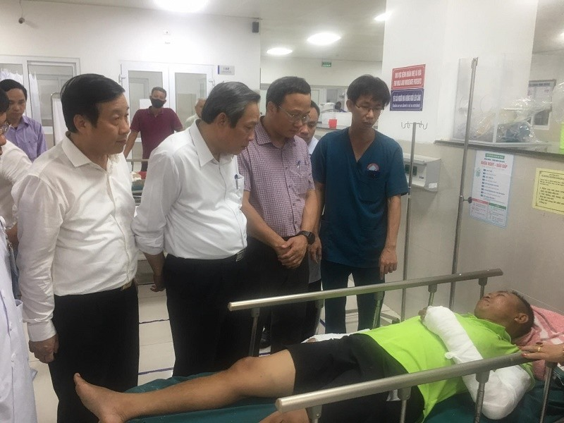 Vụ lật xe 15 người chết ở Quảng Bình: Tài xế chỉ có bằng B2 - ảnh 1