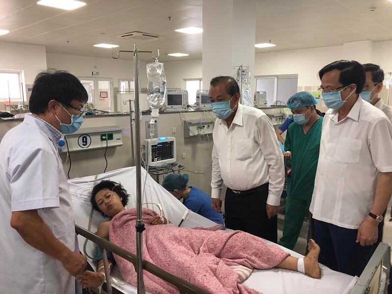 PTT Trương Hòa Bình thăm nạn nhân trong vụ lật xe ở Quảng Bình - ảnh 1
