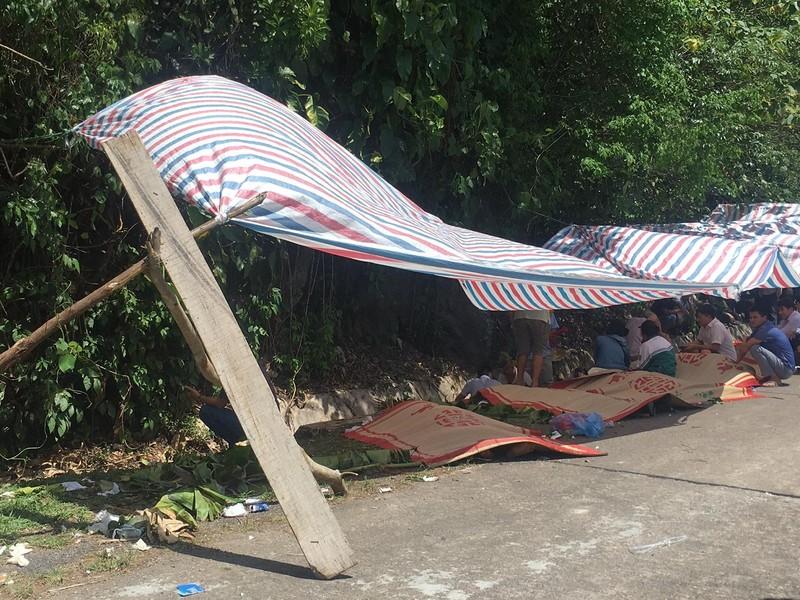 Hình ảnh hiện trường vụ lật xe ở Quảng Bình làm 13 người chết  - ảnh 4
