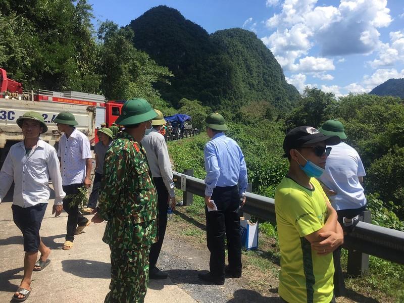 Hình ảnh hiện trường vụ lật xe ở Quảng Bình làm 13 người chết  - ảnh 5