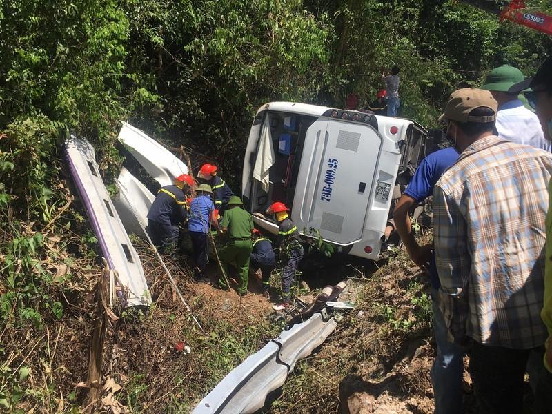 Hình ảnh hiện trường vụ lật xe ở Quảng Bình làm 13 người chết  - ảnh 3
