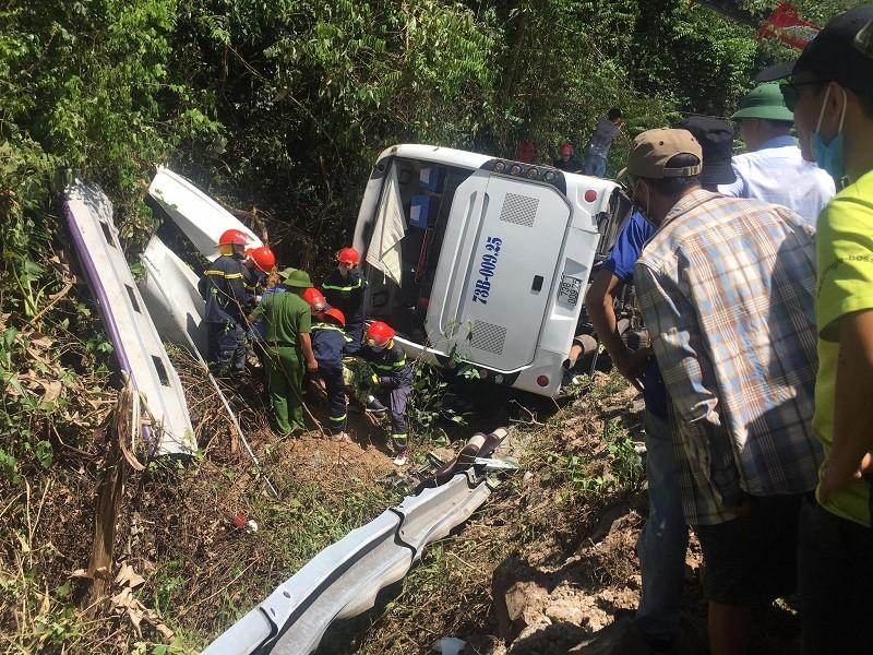 Vụ lật xe khách ở Quảng Bình: Thêm người tử vong - ảnh 1