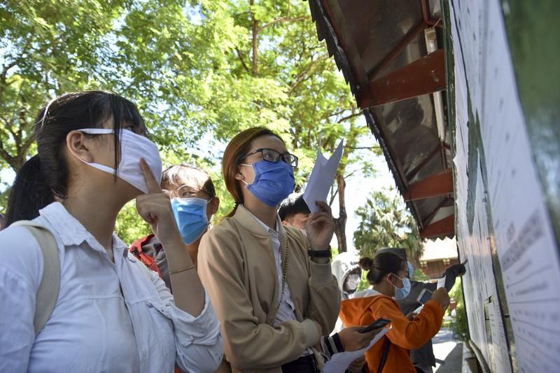 Hơn 12.000 sĩ tử Thừa Thiên - Huế làm thủ tục dự thi THPT - ảnh 1