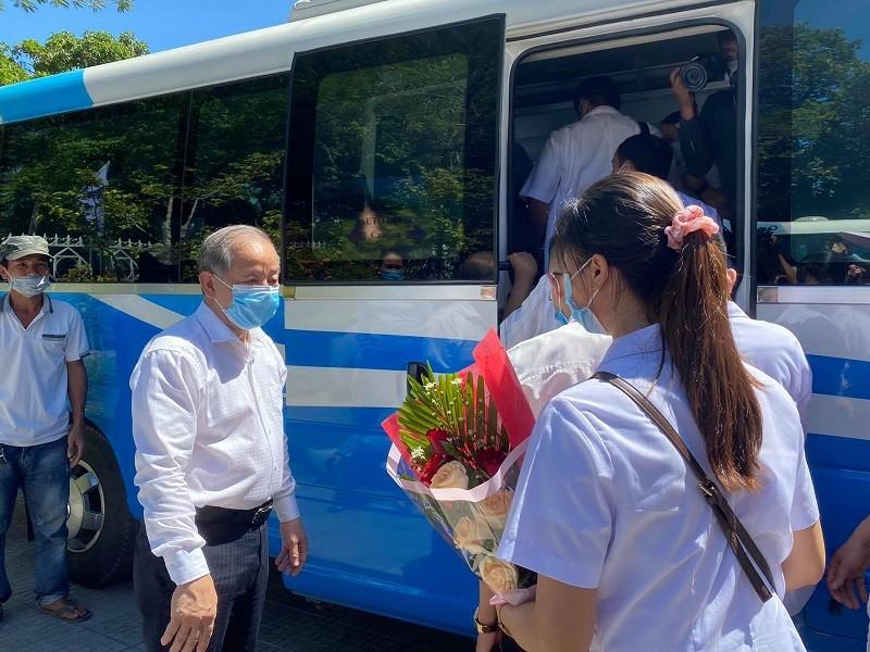 Thừa Thiên - Huế ra quân đưa bác sĩ, điều dưỡng vào Đà Nẵng - ảnh 1