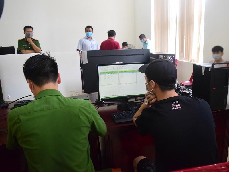 Huế: Nhóm người Trung Quốc tổ chức đánh bạc qua mạng - ảnh 1