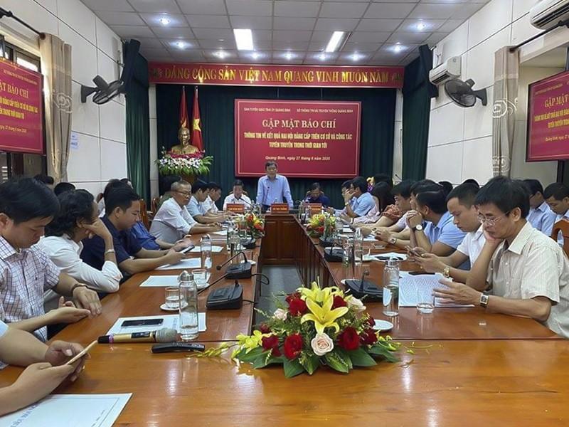Quảng Bình nói về việc chi hơn 2 tỉ mua cặp phục vụ đại hội - ảnh 1