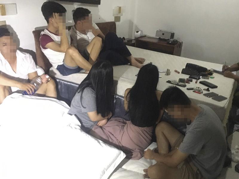 13 nam nữ dương tính với ma túy trong khách sạn ở Huế - ảnh 1