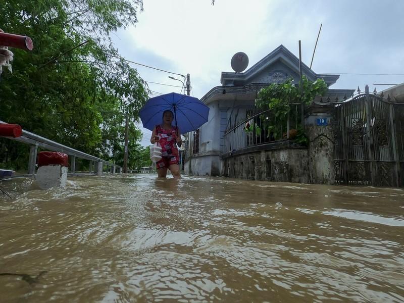 Chùm ảnh: Cuộc sống tại vùng ngập sâu nhất ở Huế - ảnh 4