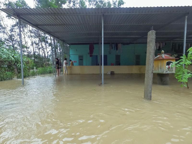 Chùm ảnh: Cuộc sống tại vùng ngập sâu nhất ở Huế - ảnh 6