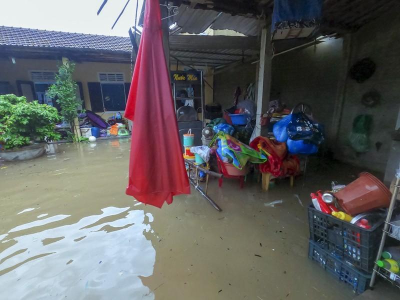Chùm ảnh: Cuộc sống tại vùng ngập sâu nhất ở Huế - ảnh 5