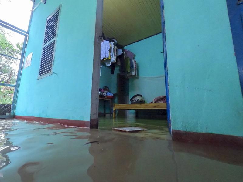 Chùm ảnh: Cuộc sống tại vùng ngập sâu nhất ở Huế - ảnh 9