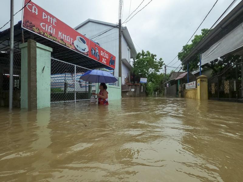 Chùm ảnh: Cuộc sống tại vùng ngập sâu nhất ở Huế - ảnh 10