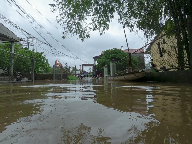 Chùm ảnh: Cuộc sống tại vùng ngập sâu nhất ở Huế - ảnh 11