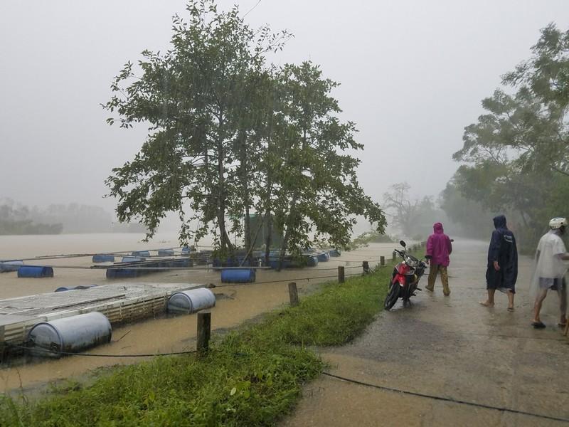 Huế: Thủy điện xả 1800m3/s, người dân lo lắng - ảnh 4