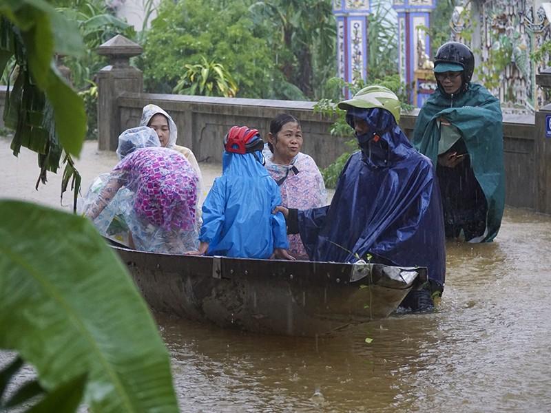 Thủy điện Hương Điền tiếp tục tăng mức xả nước  - ảnh 1