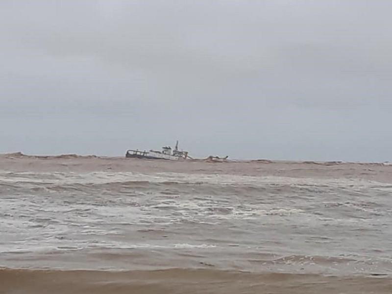 Quảng Trị khẩn cấp tìm cách cứu 53 thuyền viên trên biển - ảnh 1