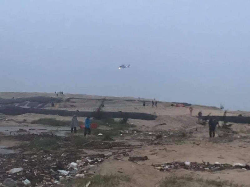 Trực thăng cứu 9 người trên chiếc tàu chìm tại Quảng Trị - ảnh 1