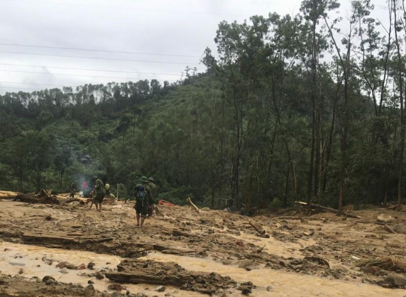 Ảnh: Sạt lở đất ở Trạm bảo vệ rừng 67, 13 người mất tích - ảnh 1