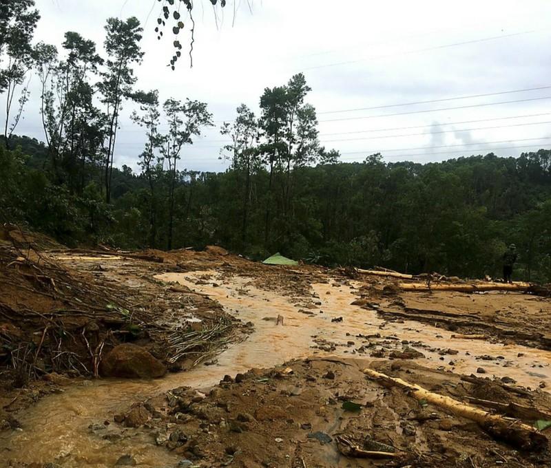 Ảnh: Sạt lở đất ở Trạm bảo vệ rừng 67, 13 người mất tích - ảnh 2