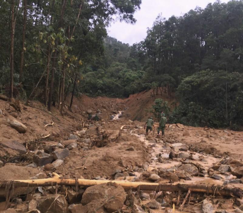 Ảnh: Sạt lở đất ở Trạm bảo vệ rừng 67, 13 người mất tích - ảnh 4