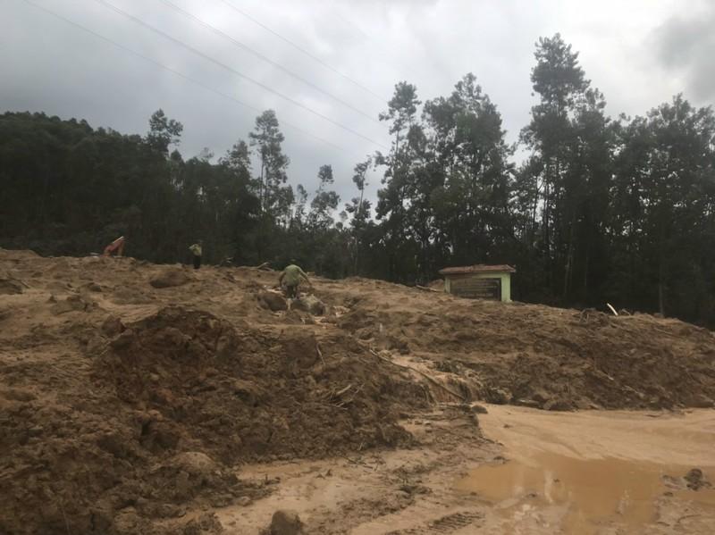 Ảnh: Sạt lở đất ở Trạm bảo vệ rừng 67, 13 người mất tích - ảnh 6