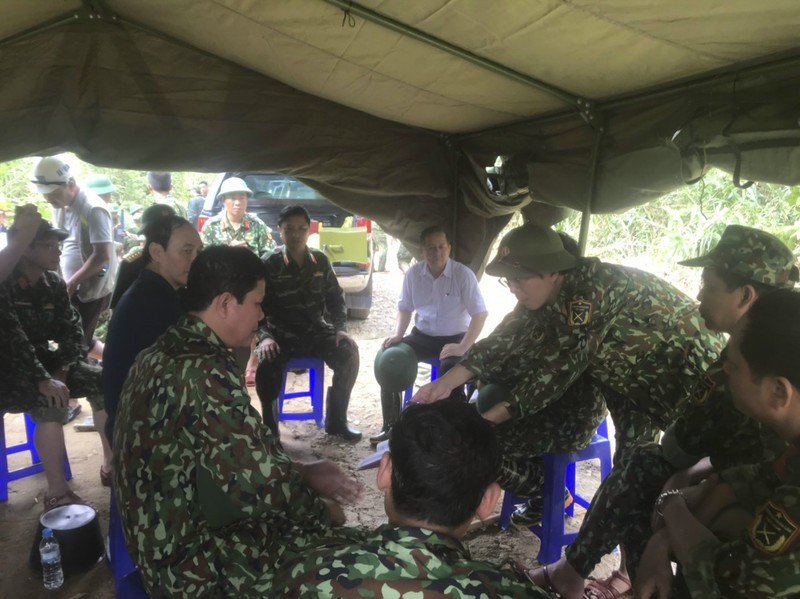 Ảnh: Sạt lở đất ở Trạm bảo vệ rừng 67, 13 người mất tích - ảnh 8