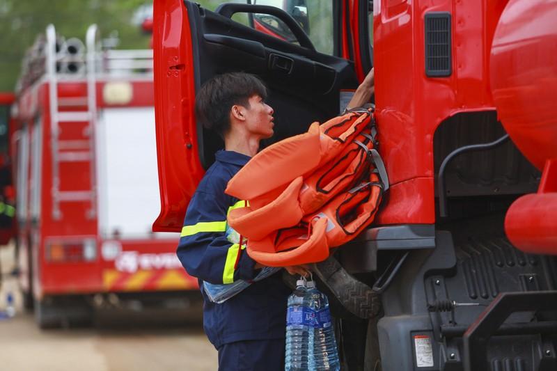 Thủy điện Rào Trăng: Khẩn trương cứu hộ trước khi trời trở mưa - ảnh 3