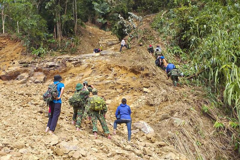 Cảnh tan hoang sau lũ ở Hướng Việt sau 1 tuần bị cô lập - ảnh 3