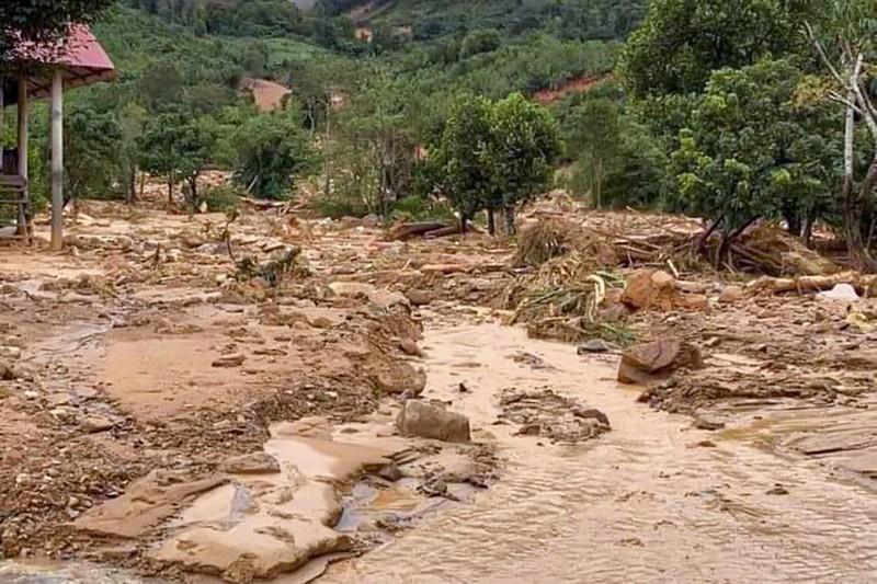 Cảnh tan hoang sau lũ ở Hướng Việt sau 1 tuần bị cô lập - ảnh 2
