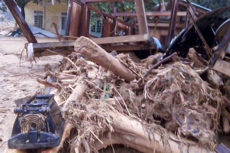 Cảnh tan hoang sau lũ ở Hướng Việt sau 1 tuần bị cô lập - ảnh 7