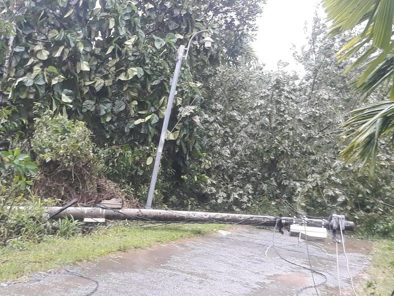 Hàng loạt ngôi nhà huyện miền núi Thừa Thiên-Huế tốc mái - ảnh 2