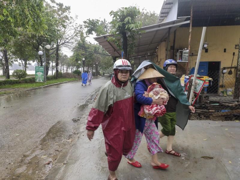 Quảng Trị, Huế cấp tốc sơ tán dân tránh bão số 13 - ảnh 1
