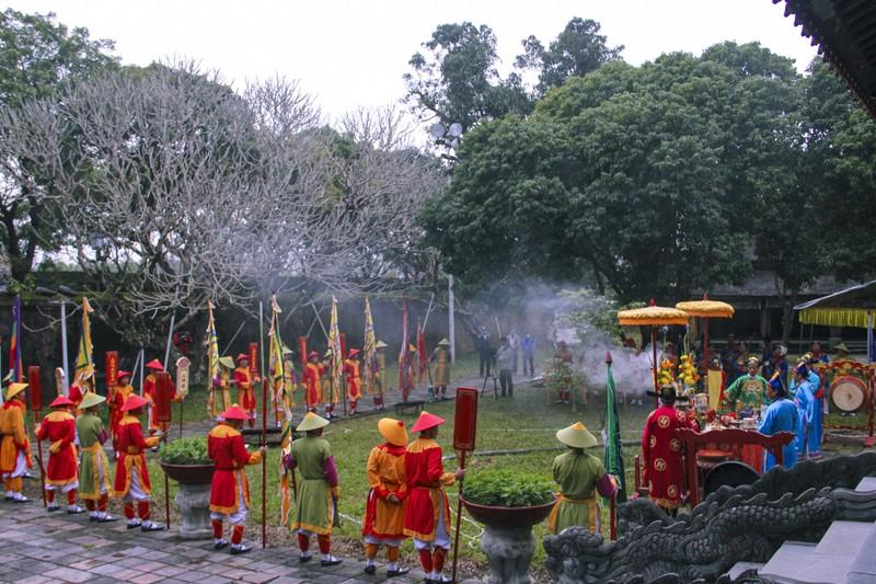 Huế: Dựng cây nêu hoàng cung nhà Nguyễn để cầu bình an - ảnh 8