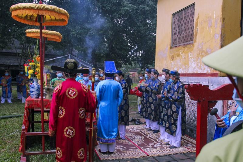 Huế: Dựng cây nêu hoàng cung nhà Nguyễn để cầu bình an - ảnh 6