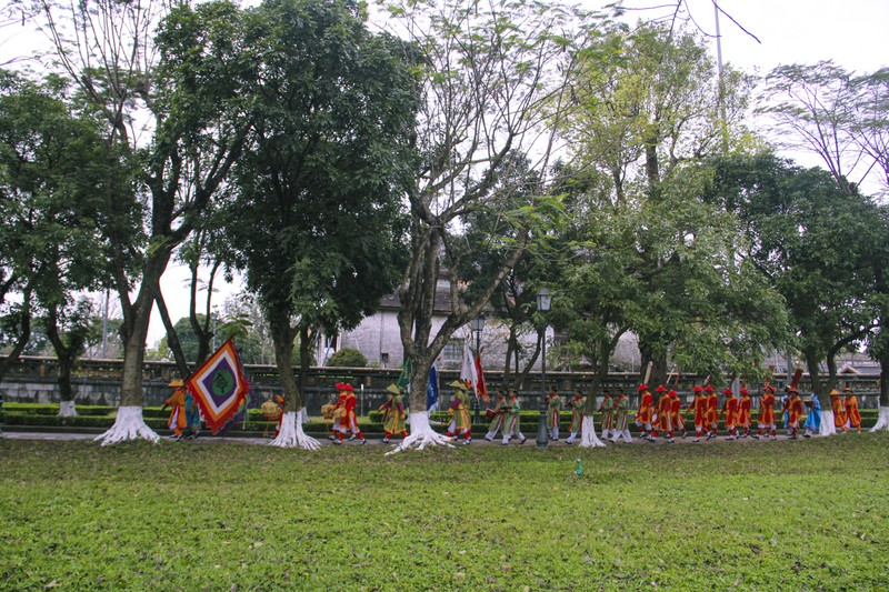 Huế: Dựng cây nêu hoàng cung nhà Nguyễn để cầu bình an - ảnh 4
