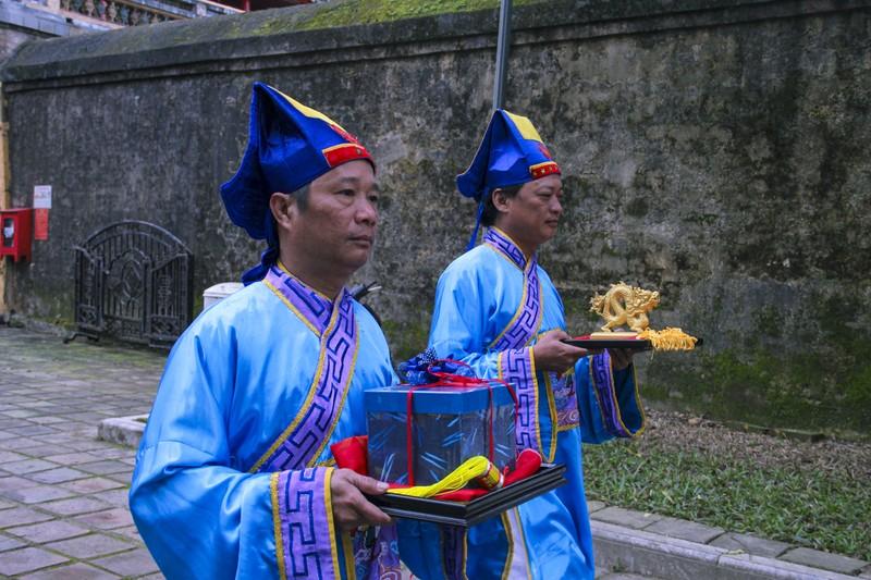 Huế: Dựng cây nêu hoàng cung nhà Nguyễn để cầu bình an - ảnh 3