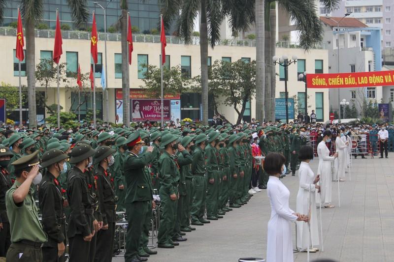 Hình ảnh hơn 1.400 thanh niên Thừa Thiên - Huế nhập ngũ - ảnh 1